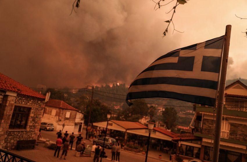 Για έβδομη μέρα στις φλόγες η Εύβοια – Μάχη σε Γούβες και Αρτεμίσιο – Κάηκαν 1.000 σπίτια στο Μαντούδι