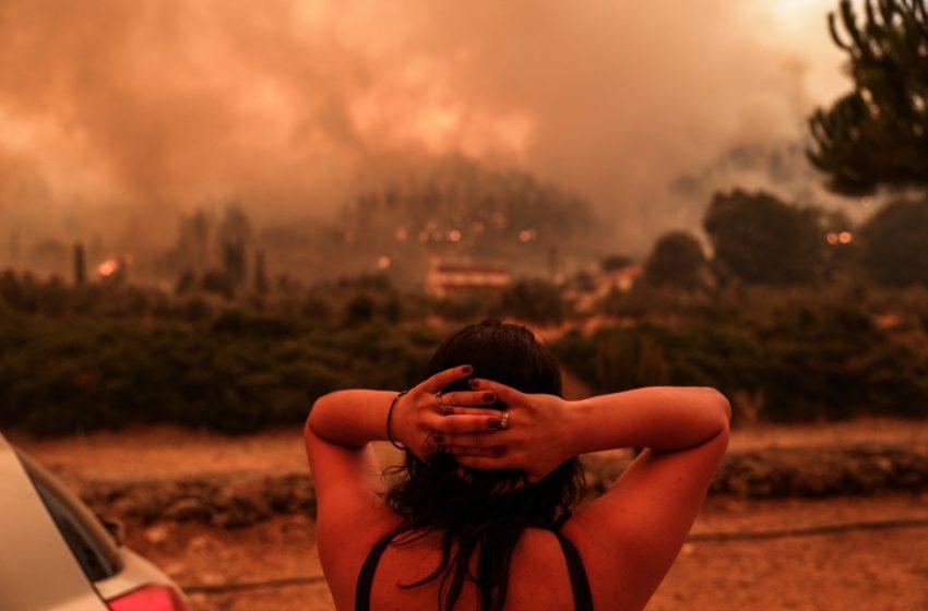 """Ανεξέλεγκτη η πυρκαγιά – Σπανός: """"Δεν είναι αναζωπυρώσεις. Όποιο μέτωπο δεν έφτασε στην θάλασσα καίει ακόμα"""""""