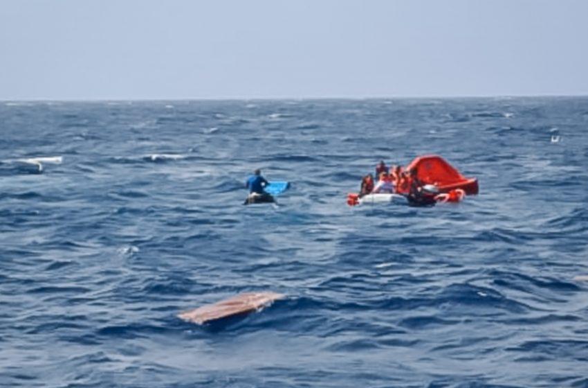 Μήλος: Η στιγμή της διάσωσης από το ναυάγιο (vids)