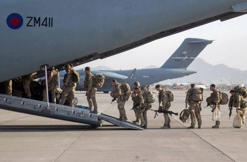 Τίτλοι τέλους: Αποχώρησαν οι αμερικανοί από το Αφγανιστάν – Σφοδρά πυρά στην Καμπούλ