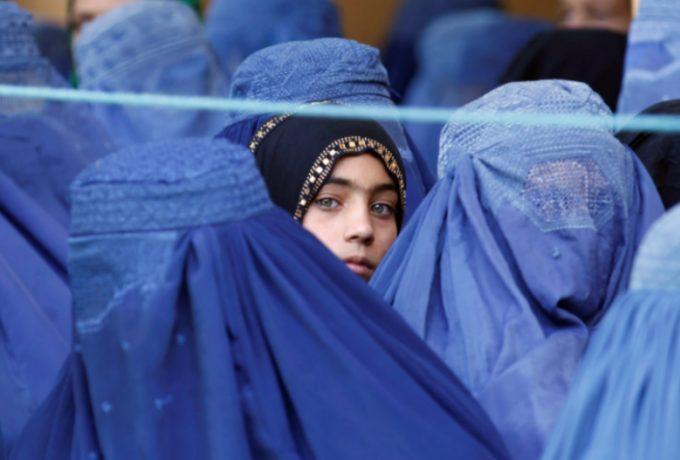 «Έι κόσμε, σε νοιάζει τι συμβαίνει εδώ;» – Επιστολή «γροθιά στο στομάχι» από απεγνωσμένη Αφγανή