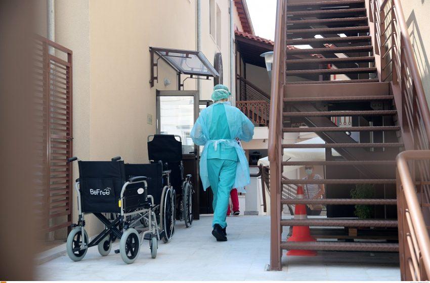 Γεγονός η πρώτη απόλυση ανεμβολίαστου υγειονομικού