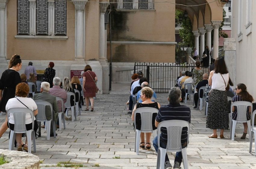 Εμβολιασμοί έξω από εκκλησίες: Αρχίζουν σήμερα, φόβοι για αντιδράσεις