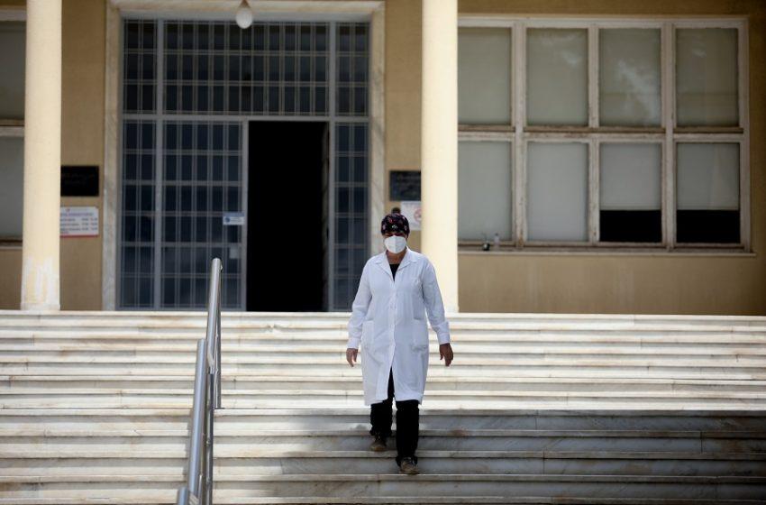 Νοσοκομεία: Συγχωνεύσεις κλινικών, περικοπές χειρουργείων στα νέα επιχειρησιακά σχέδια – Αυξάνεται η πίεση στο ΕΣΥ, αγωνία με την επιστροφή των αδειούχων