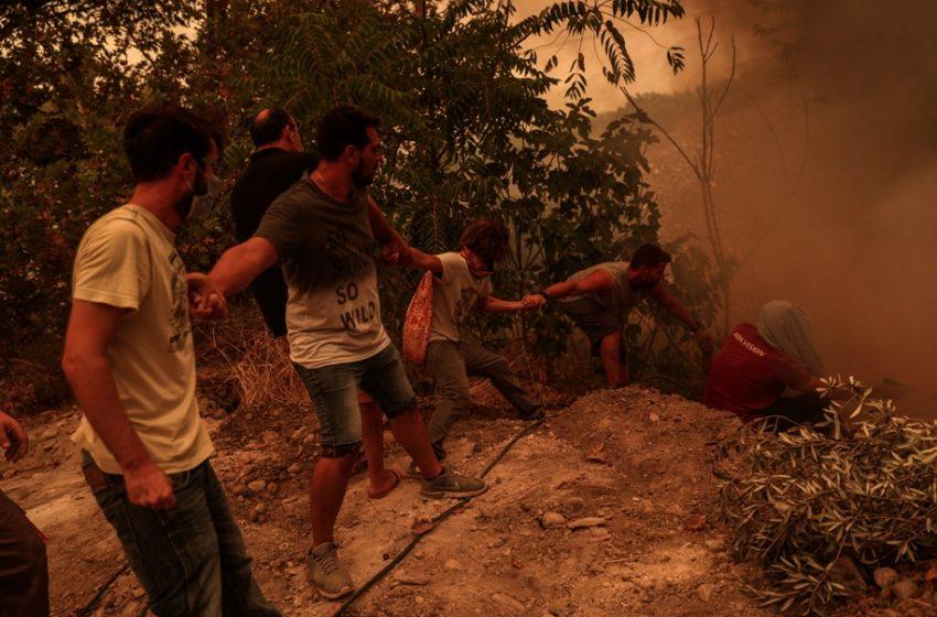 Εύβοια: Ανθρώπινες αλυσίδες για να σώσουν τα χωριά (εικόνες)
