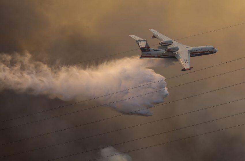 Φωτιά στην Βαρυμπόμπη: Εκκενώθηκε κατασκήνωση