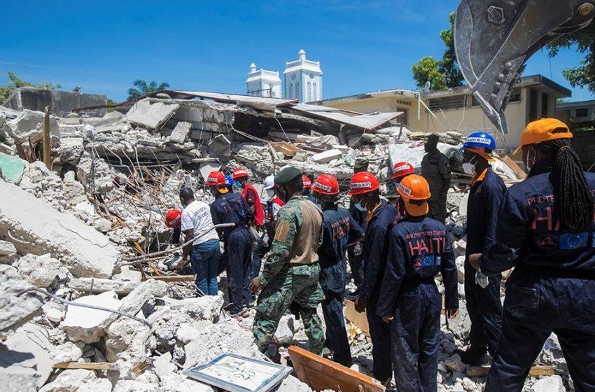 Πλησιάζουν τους 1.300 οι νεκροί στην Αϊτή – Μάχη με τον χρόνο δίνουν τα σωστικά συνεργεία
