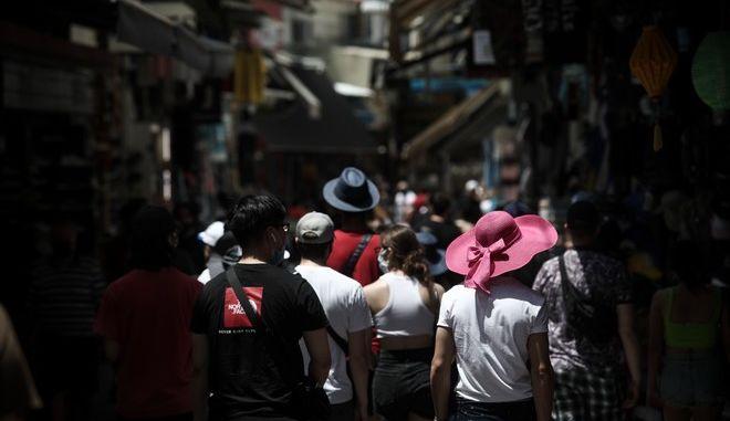 """Επέλαση της  Δέλτα στα νησιά- Η Κρήτη στο """"κόκκινο""""- Ανησυχία για """"κλειστό"""" φθινόπωρο με πολλά κρούσματα- Μείωση των εμβολιασμών"""