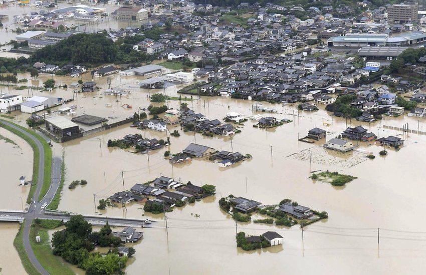 Πλημμύρες και κατολισθήσεις στην Ιαπωνία – 1,4 εκατ. εγκαταλείπουν τα σπίτια τους