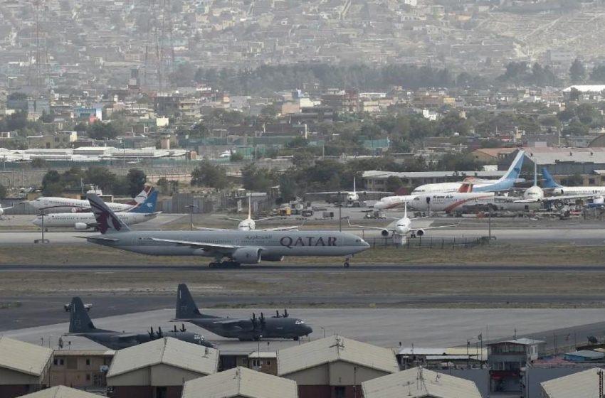 Ολοκληρώθηκε η μεταφορά όλων των ελλήνων από την Καμπούλ – Προσπάθειες να απεγκλωβιστούν και οι Αφγανοί διερμηνείς