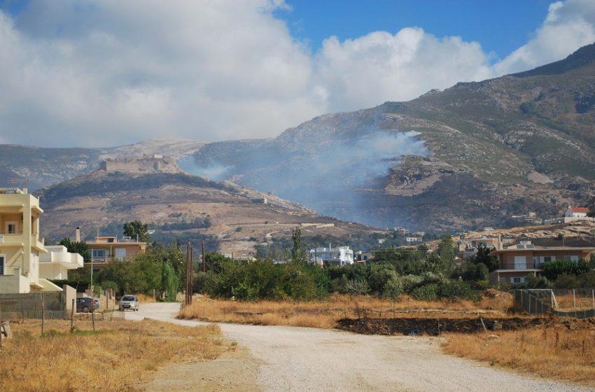 Μήνυμα στο 112 για τη μεγάλη φωτιά στην Κάρυστο: Εκκενώνεται το Μαρμάρι