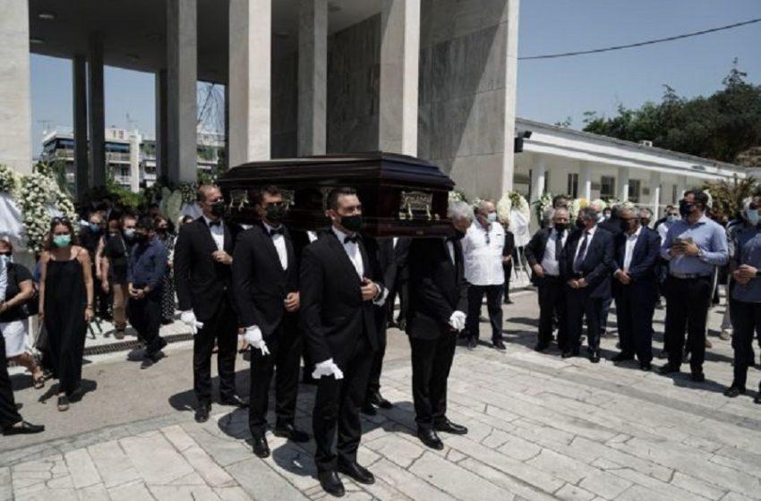 Σε κλίμα οδύνης η κηδεία του Κωνσταντίνου Μίχαλου