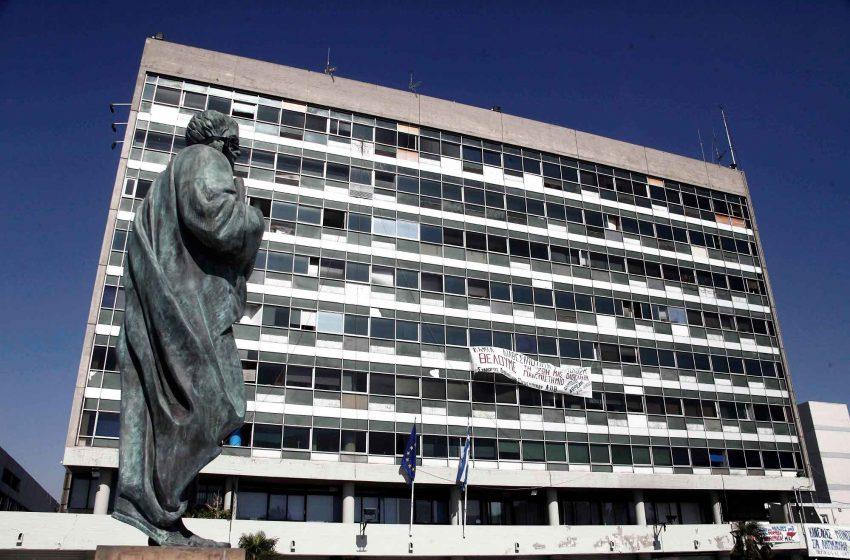 Αντιδράσεις για Κούβελα όσον αφορά τη σύνδεση της περιπέτειας Χαρδαλιά με το εμβόλιο – Τι λένε οι συνάδελφοι του καθηγητές στο ΑΠΘ