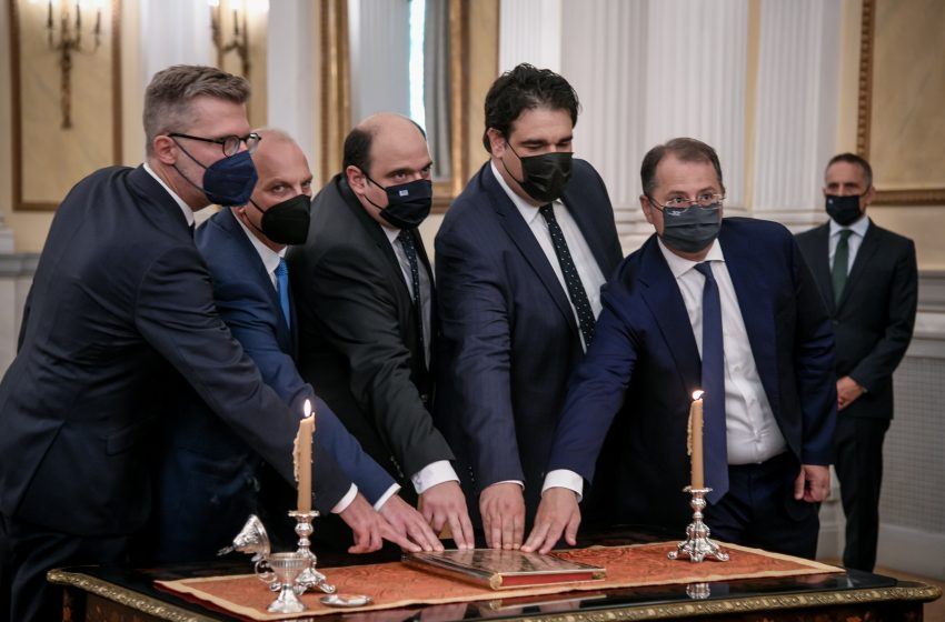 Ορκίστηκαν οι νέοι υπουργοί και υφυπουργοί της κυβέρνησης – Εσωτερική αναδιάταξη δυνάμεων στο Μαξίμου