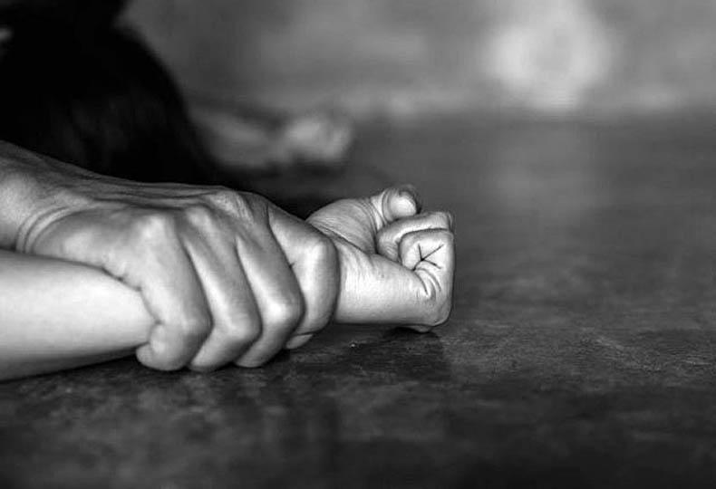 Κρήτη: Καταγγελία τουρίστριας για ομαδικό βιασμό – Τέσσερις συλλήψεις