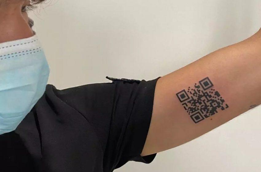 22χρονος Ιταλός έκανε τατουάζ… το υγειονομικό πάσο του