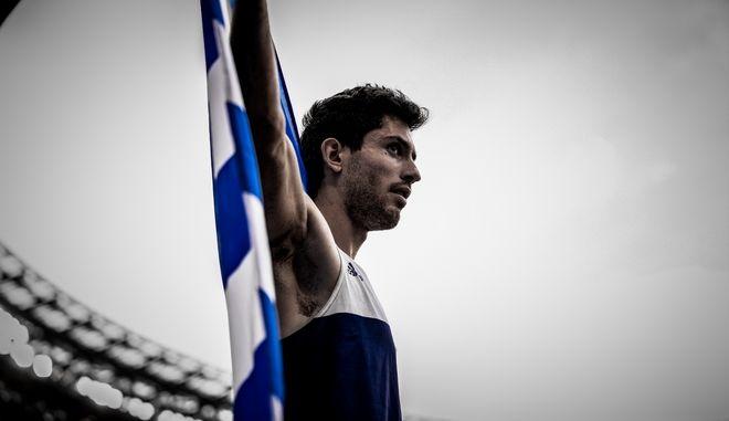 """""""Χρυσός"""" Τεντόγλου- Ξεσήκωσε το στάδιο από τον ενθουσιασμό η ελληνική αποστολή- Τα στιγμιότυπα"""