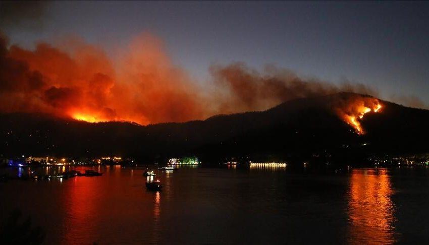 Τουρκία: Τουρίστες και κάτοικοι απομακρύνθηκαν από ξενοδοχεία και σπίτια λόγω των πυρκαγιών