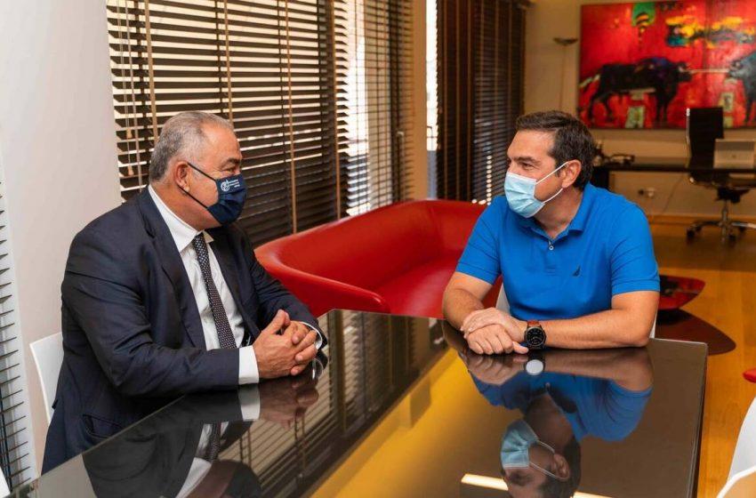"""Συνάντηση Τσίπρα – Χατζηθεοδοσίου: """"Ο ΣΥΡΙΖΑ δίπλα σε επιχειρήσεις και εργαζόμενους"""""""
