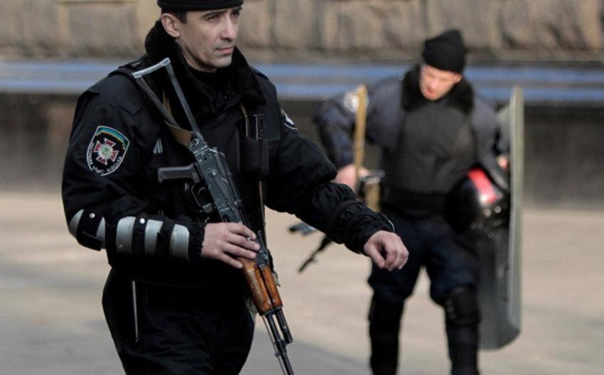 Ουκρανία: Άγνωστος απειλεί να πυροδοτήσει χειροβομβίδα μέσα στο κτίριο του υπουργικού συμβουλίου