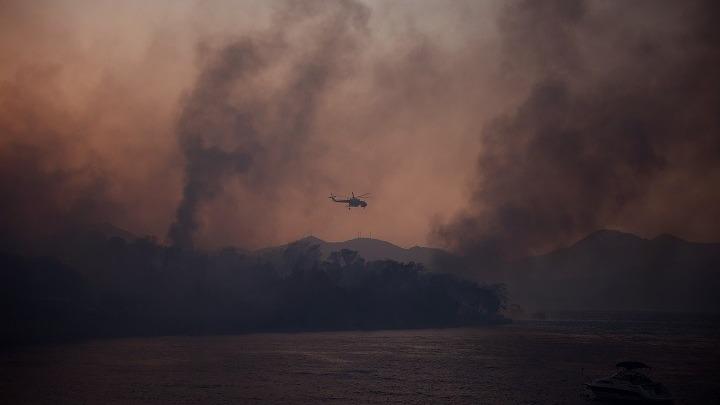 Αχαϊα: Ανεξέλεγκτη η πυρκαγιά- 16 άνθρωποι μεταφέρθηκαν στο νοσοκομείο