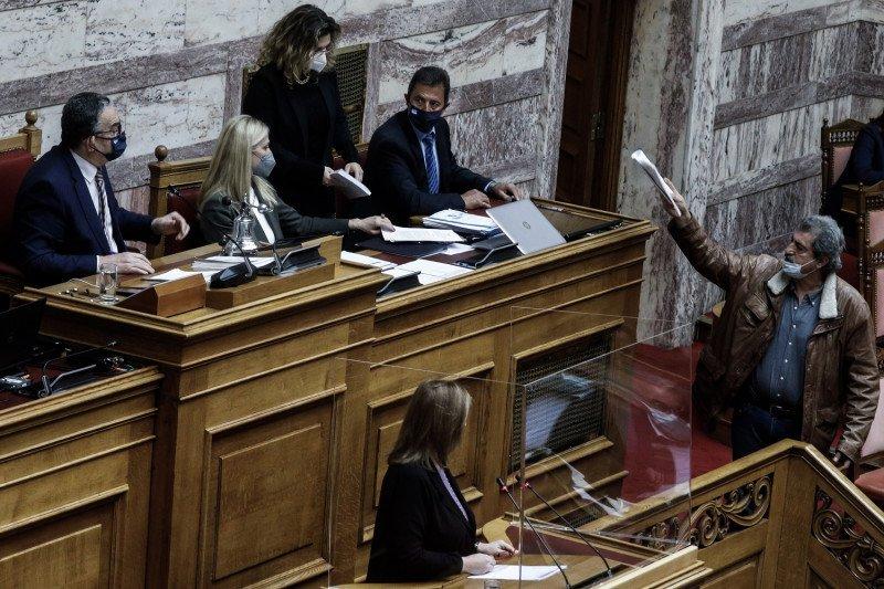 """Πέντε -τουλάχιστον- βουλευτές δεν έχουν εμβολιαστεί- Θα τους απαγορευτεί η πρόσβαση στη Βουλή- """"Απελευθερώνει"""" τον ΣΥΡΙΖΑ ο εμβολιασμός Πολάκη"""