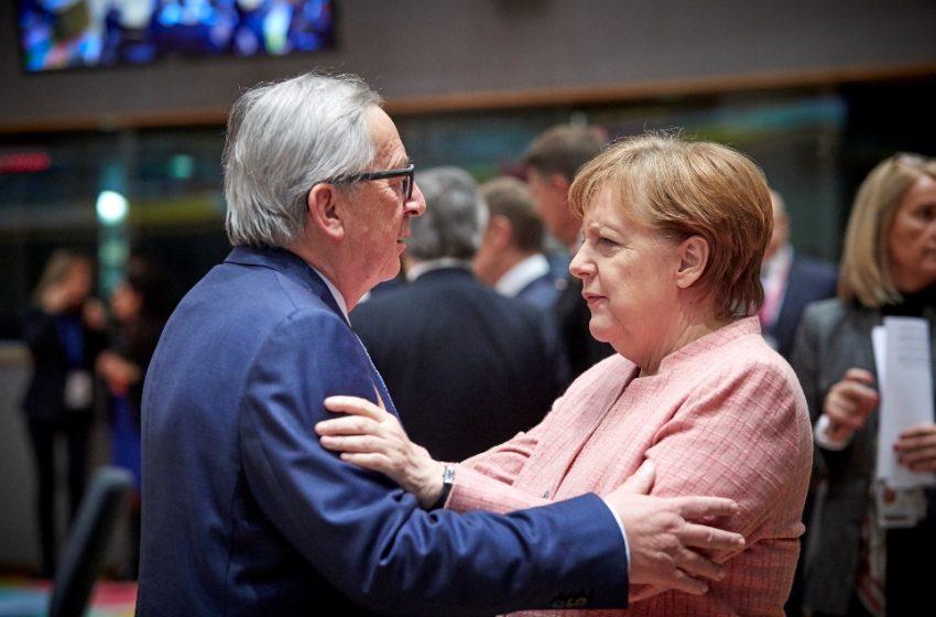 Γιούνκερ για Μέρκελ: Η μεγαλύτερη αποτυχία της; Η στάση της απέναντι στην ελληνική κρίση