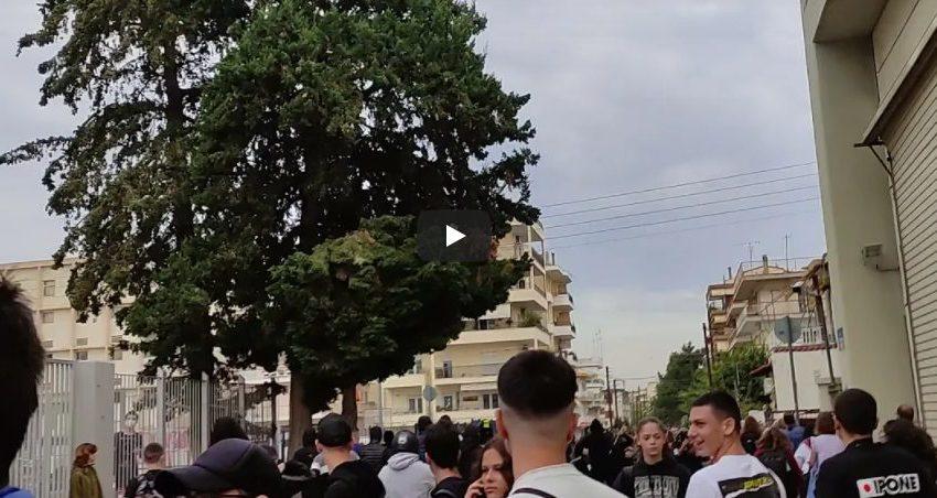 Επιτέθηκαν με καδρόνια σε φοιτητές – Επεισόδια έξω από σχολείο στη Σταυρούπολη (vid)