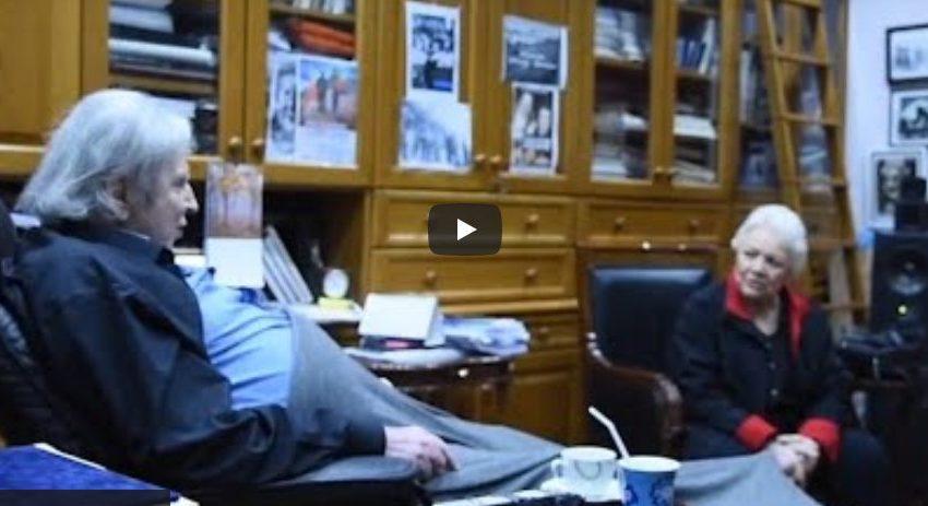 Ανέκδοτο βίντεο με τον Μίκη: Συζητά με φίλους, τα λέει έξω από τα δόντια, τραγουδά με τη Μαίρη Λίντα (vid)