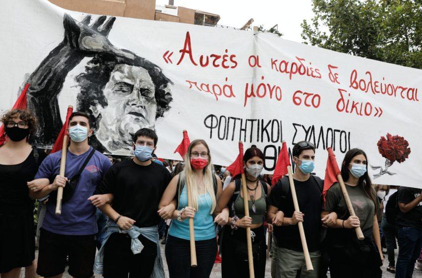 LIVE: Συγκλονιστικές στιγμές στη Μητρόπολη – Η Ελλάδα αποχαιρετά τον Μίκη Θεοδωράκη (vid-εικόνες)