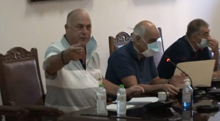 Ο Αχιλλέας Μπέος μοίρασε κόλλυβα στο Δημοτικό Συμβούλιο (vid)
