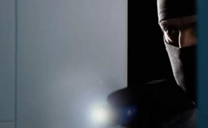 Λάρισα: Ο διαρρήκτης… superman που σκαρφάλωσε σε 25 διαμερίσματα – Φυλάκιση χωρίς αναστολή και μη μετατρέψιμη ποινή