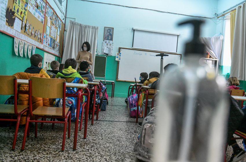 Η εισήγηση των ειδικών για τα Σχολεία: Τι θα γίνεται σε περίπτωση κρούσματος – Πότε θα κλείνουν τμήματα