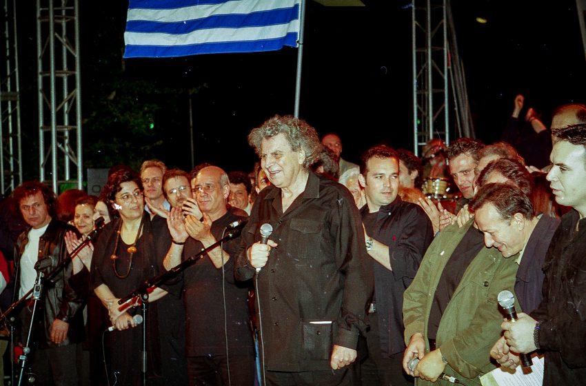 """Γερμανικός Τύπος για Μίκη Θεοδωράκη: Ο """"λαϊκός ήρωας"""" των Ελλήνων"""
