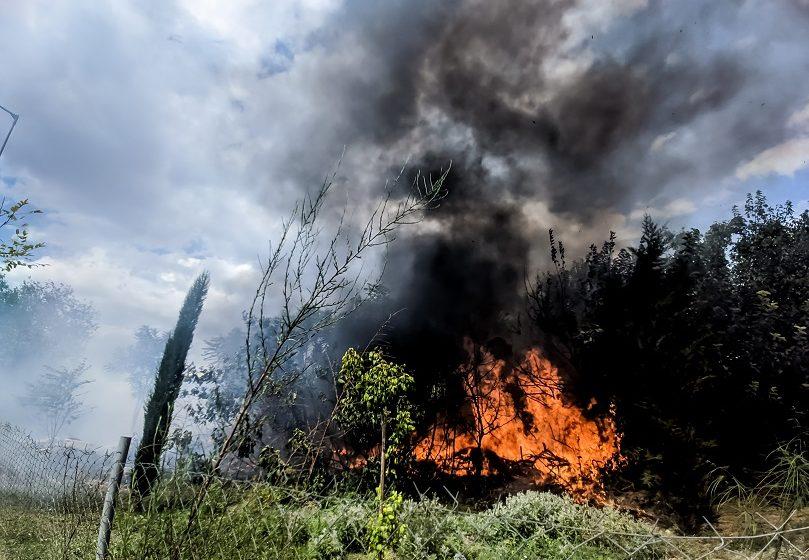 Συναγερμός στην πυροσβεστική: Σε εξέλιξη πυρκαγιά στα Χανιά