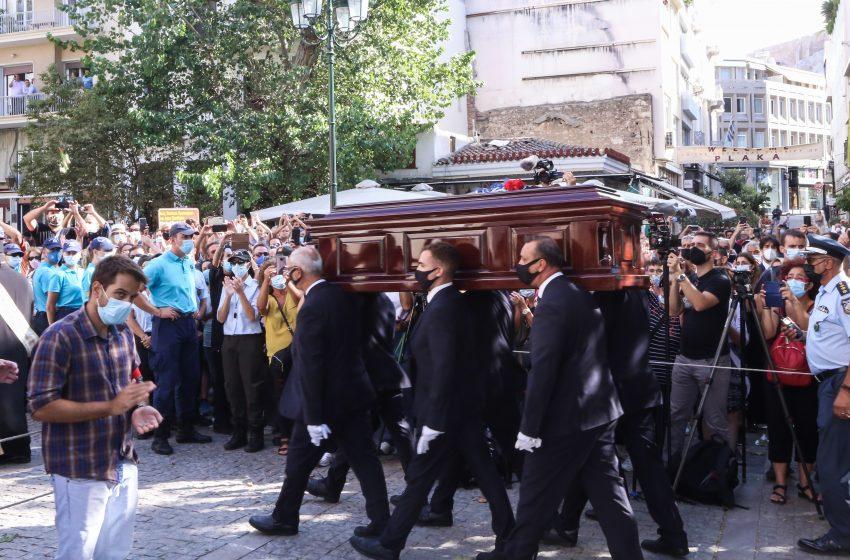Θεοδωράκης: Αυτή είναι η συμβολαιογραφική πράξη με την τελευταία επιθυμία του