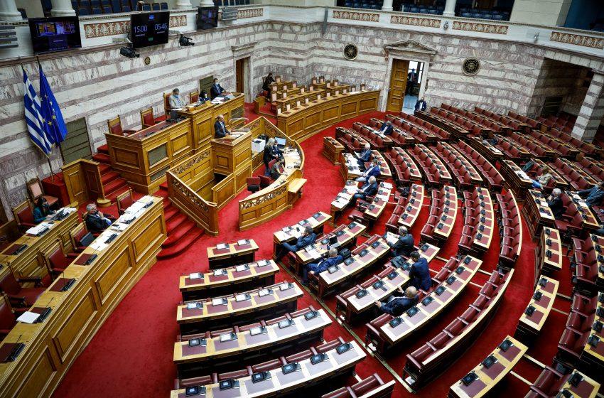 Βουλή: Ειδικά μέτρα για τους ανεμβολίαστους βουλευτές -2 τεστ την εβδομάδα και έλεγχος από γιατρό