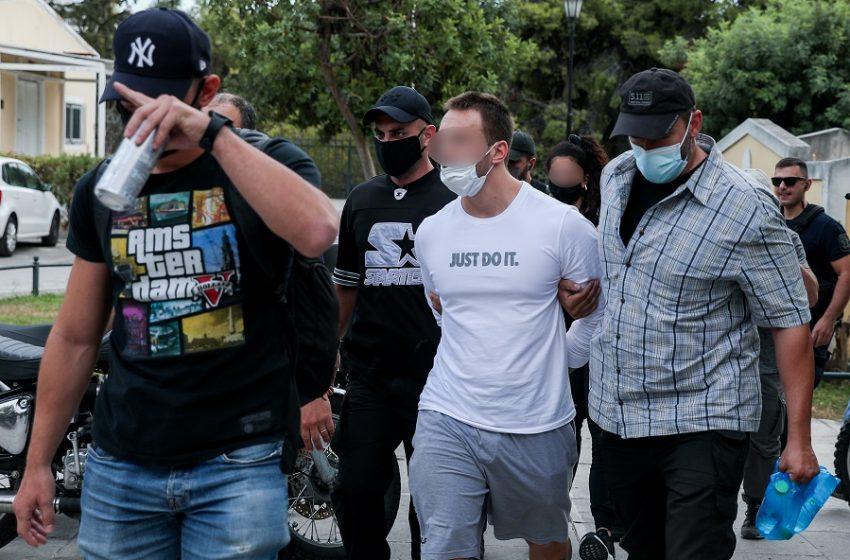 Ληστεία στη Μητροπόλεως: Ποινική δίωξη στους συλληφθέντες – Ένταλμα σύλληψης για τον συνεργό