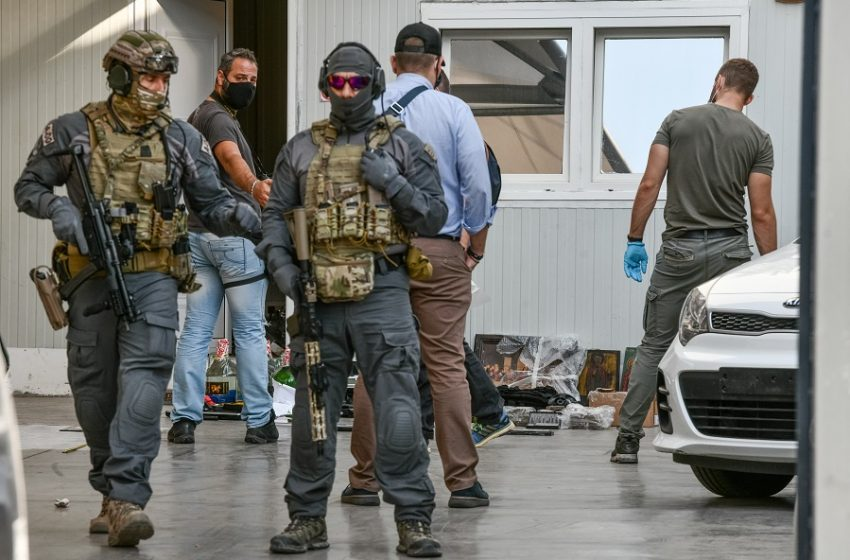 Εφοδος του Λιμενικού σε μάντρα στον Κεραμεικό -Βρέθηκαν όπλα και ποσότητα κοκαΐνης