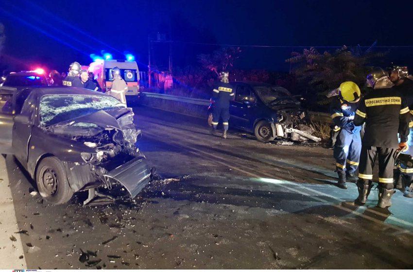 Τροχαίο δυστύχημα στον Άγιο Στέφανο: Σμπαράλια τα οχήματα