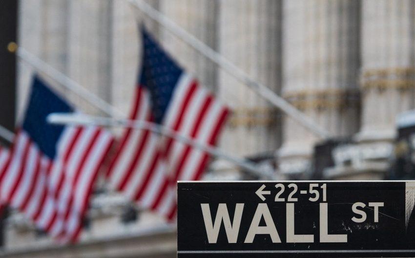 Πτώση ρεκόρ στη Wall Street – Βαθύ κόκκινο για Nasdaq και Dow Jones