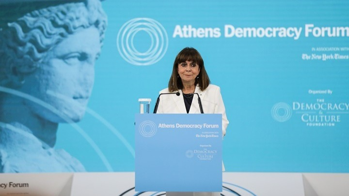 ΠτΔ: Η δημοκρατία μας να ανανεωθεί για να αντιμετωπίσει τις προκλήσεις και τις κρίσεις που ελλοχεύουν