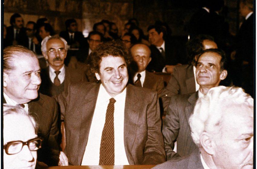 """Μίκης: Πότε και γιατί είπε ότι """"αισθάνεται τάνκερ στη λίμνη Ιωαννίνων""""- Η επιστολή στον Χαρίλαο Φλωράκη το 1985"""
