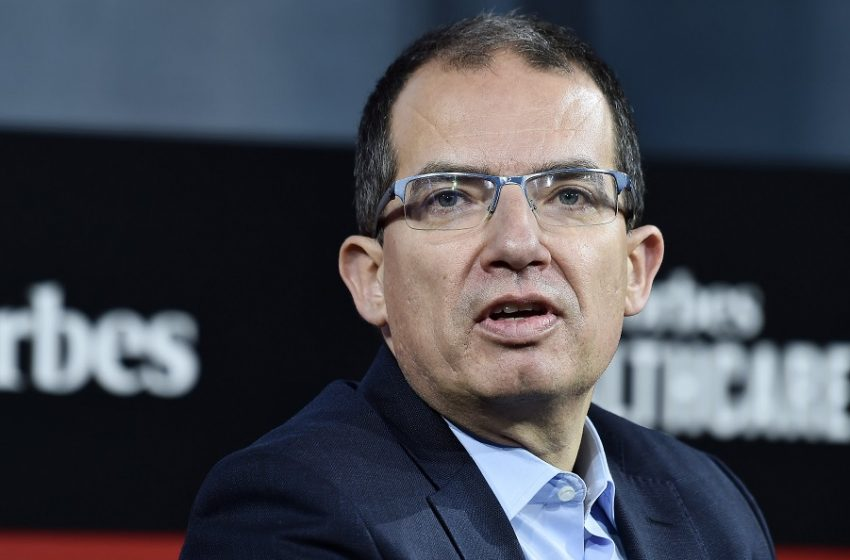 Bancel (CEO Moderna): Τότε θα τελειώσει η πανδημία…