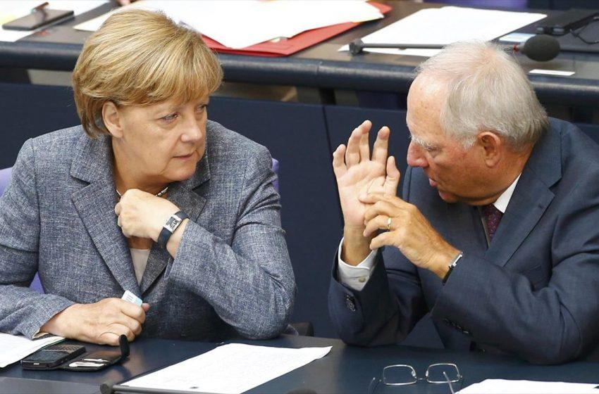 Σόιμπλε κατά Μέρκελ για τα προβλήματα του CDU
