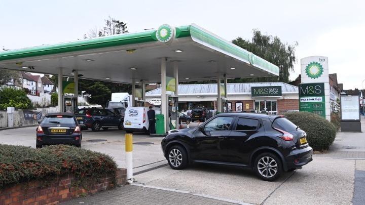 Βαθαίνει η κρίση με τα καύσιμα στη Βρετανία – Μέτρα υπόσχεται η κυβέρνηση