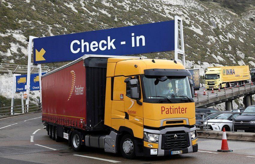 Βρετανία: Προσωρινές θεωρήσεις εισόδου θα χορηγηθούν σε οδηγούς φορτηγών