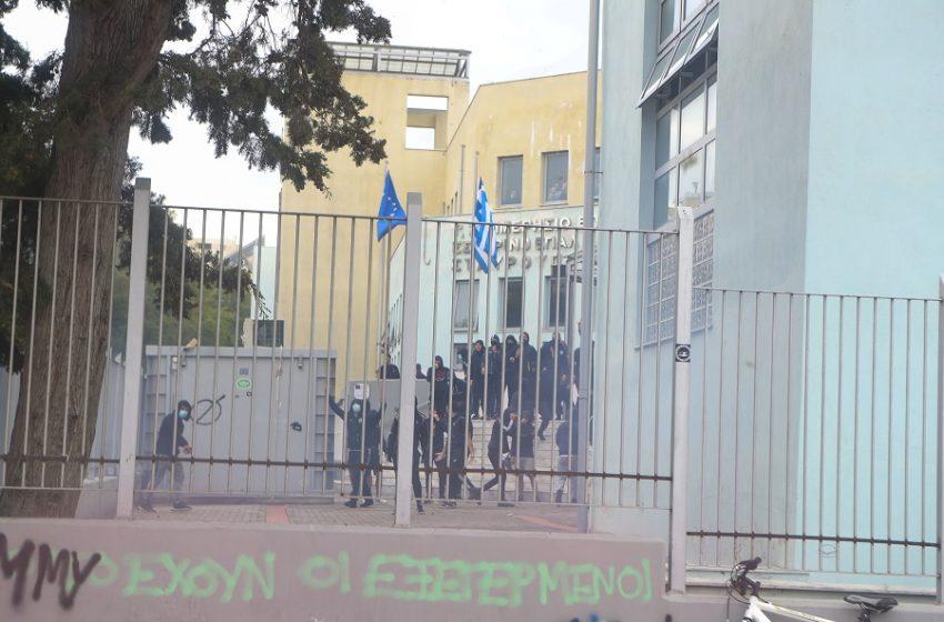 """Γιατί ο ΣΥΡΙΖΑ θεωρεί ότι υπάρχει συγκεκαλυμένη """"ακροδεξιά ρητορική"""" που συμβάλει στην αναβίωση του Χρυσαυγιτισμού – Από πού προέρχεται"""