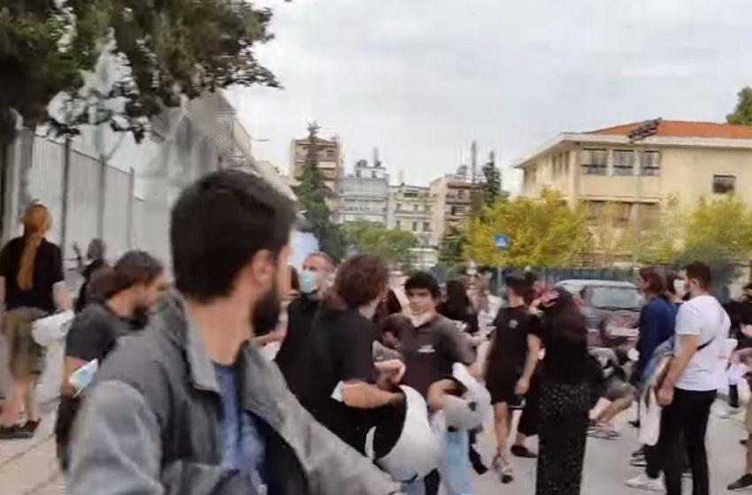 """Φίλης: """"Σχεδιασμένη"""" η επίθεση στους φοιτητές στη Θεσσαλονίκη – """"Οι φασίστες ξανασηκώνουν κεφάλι"""""""