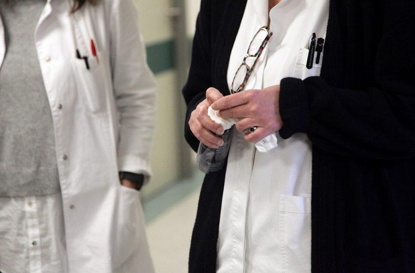 Πρόστιμα και σκληρά μέτρα για ανεμβολίαστους ιδιώτες γιατρούς – Τι αλλάζει για τους υγειονομικούς